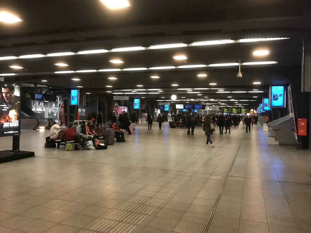 ブリュッセル南駅構内